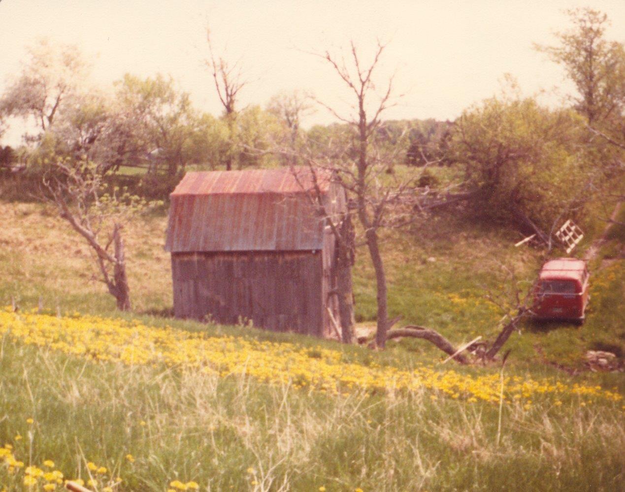 198005xx-ra-021-barn + VW Van-Randboro