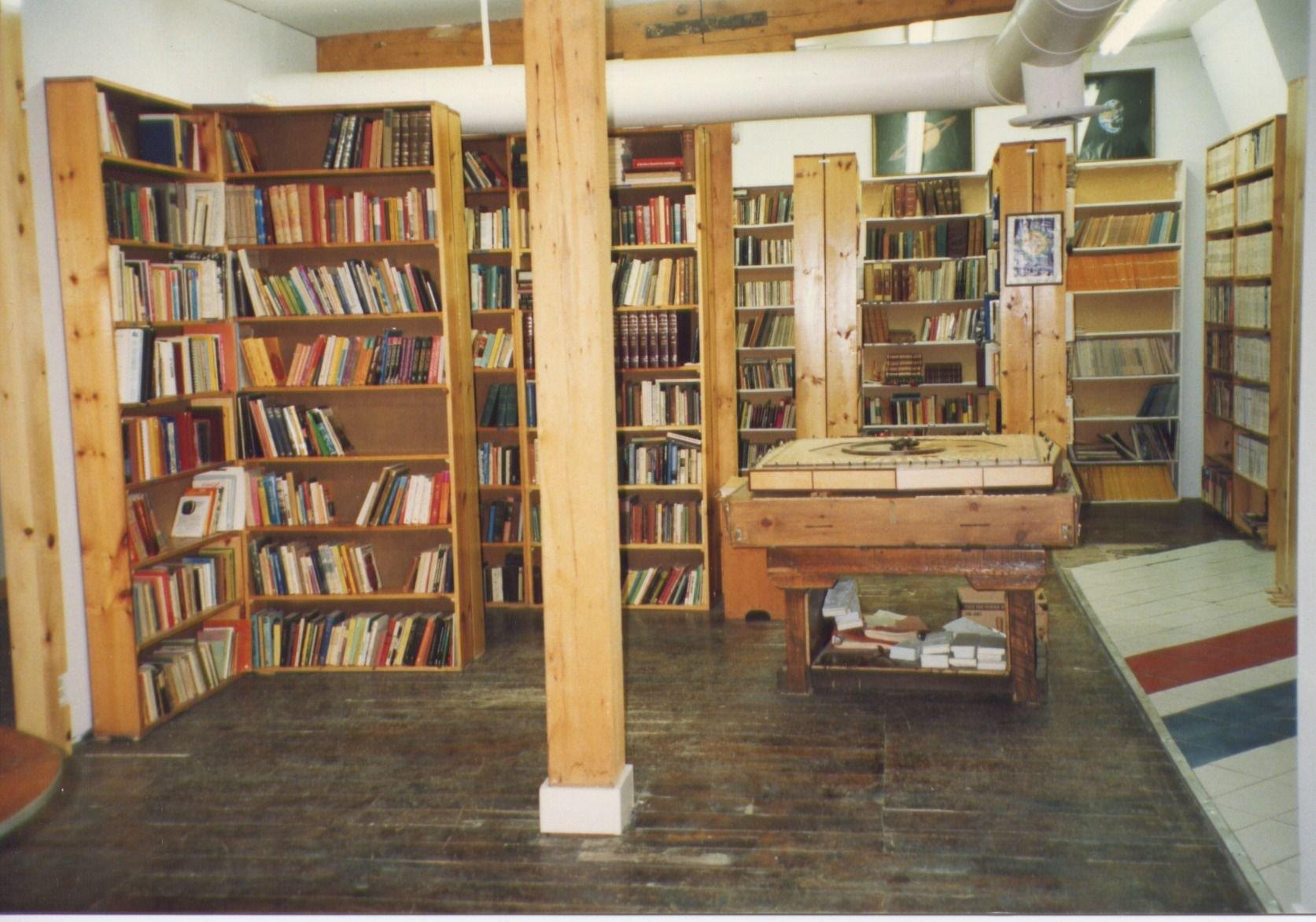 1991-Nicholas St-library