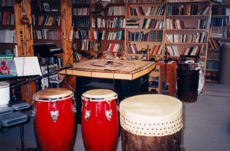 1998-909 Queen- Library