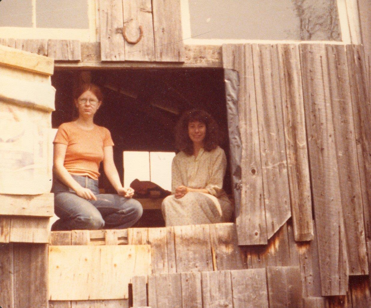 198005xx-ra-004-Barb + Nanci At Barn-Randboro