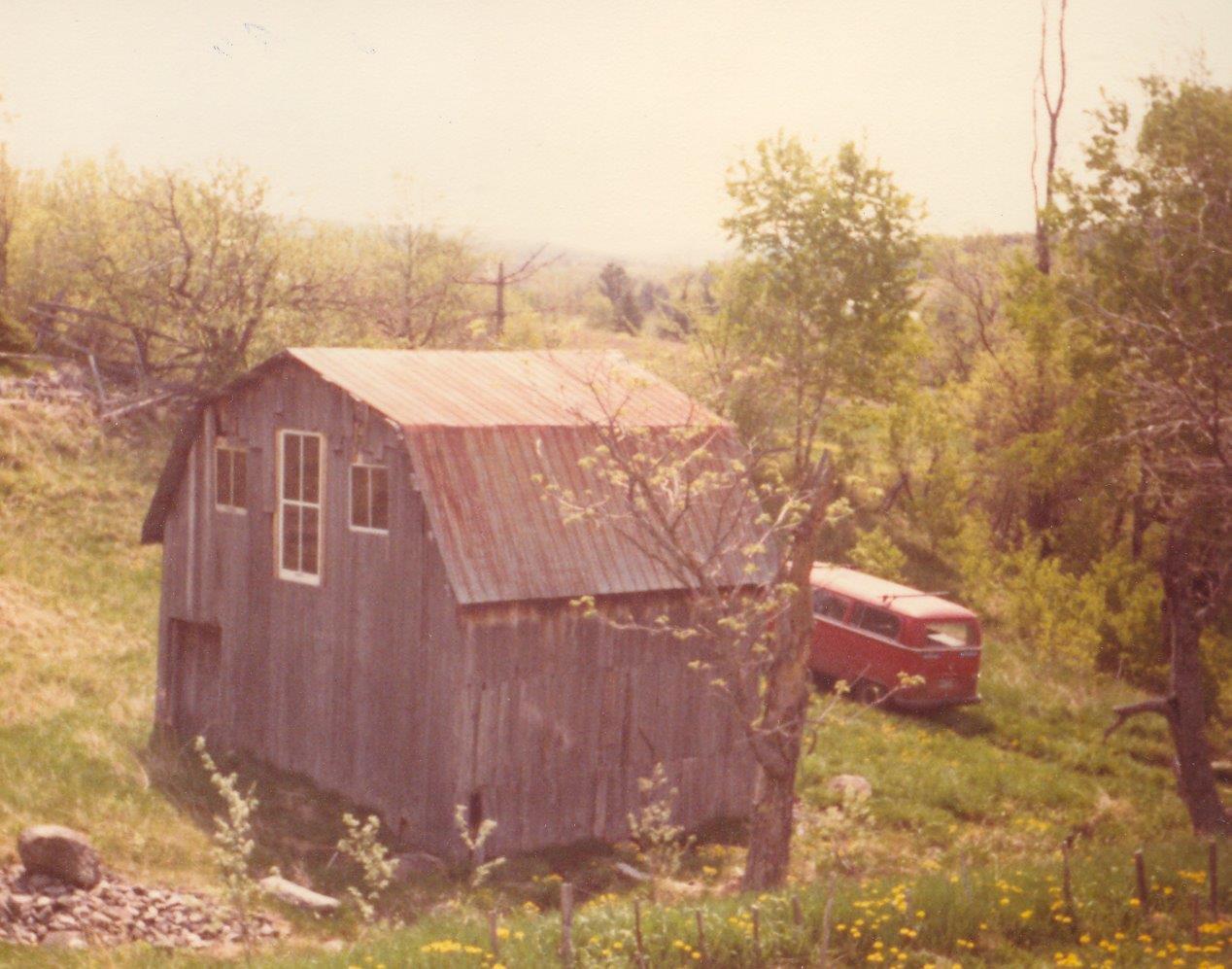 198005xx-ra-023-barn + VW Van-Randboro
