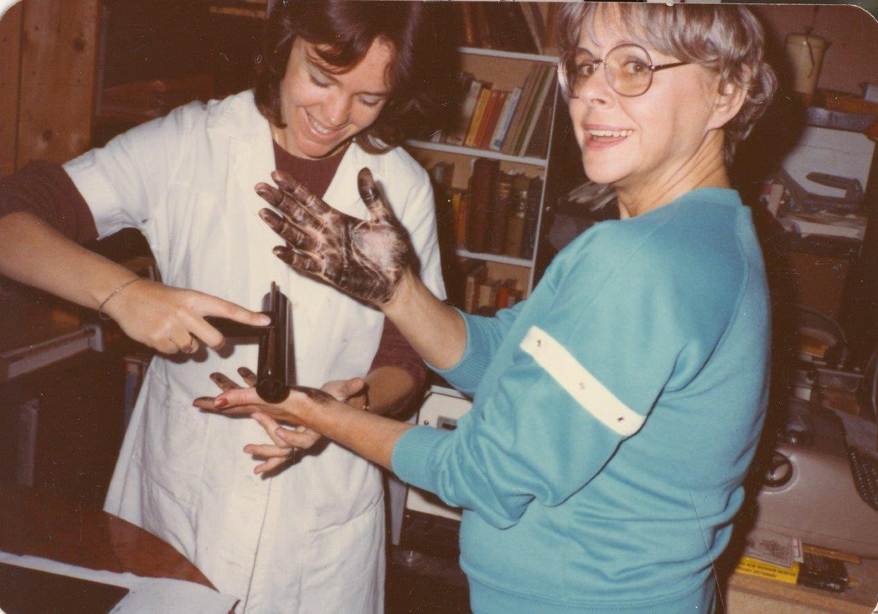 1983-05xx-ra-miriam-getting-palm-prints