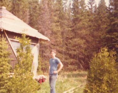 198005xx-ra-027-Robin At Cabin-Randboro